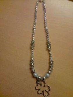 HA001 Silverflower: Halsband med en stor silverblomma...SÅLD