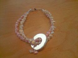 NA001 Sweet name: Armband med sötvattenspärlor i rosa och vitt med stansbar ring (valfri text)...85:- SÅLD