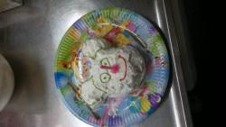 Amilias egna tårta ska föreställa musse pigg;)