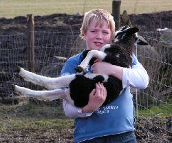 Emil med ett av lammen 2008