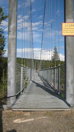 Hängbron över Laisälven vid Hästskoforsen