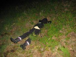 22.30....mörkt....lite trögt med fisket.... Då kan det hända att man somnar en stund i blåbärsriset. Tur att barnen hade pannlampor när vi skulle vandra tillbaka
